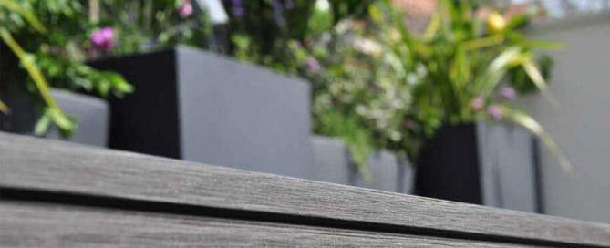 decoración de terraza con tarima sintética